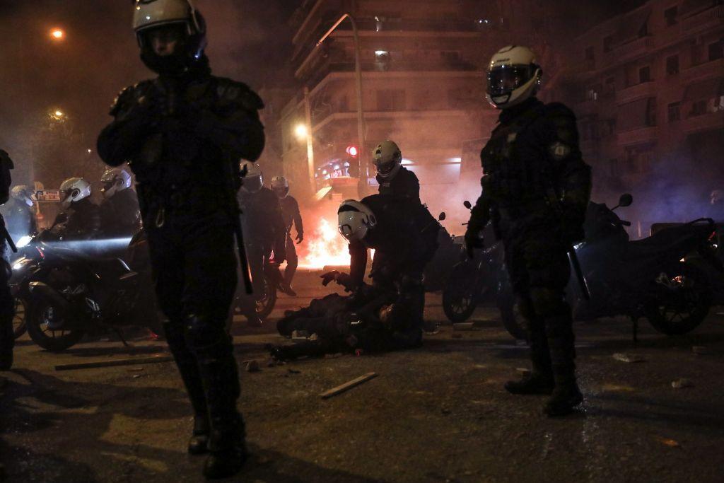 Νέα Σμύρνη : Σοκάρουν οι διάλογοι από την επίθεση στον αστυνομικό – «Μάλλον τον σκοτώσαμε τον έναν»
