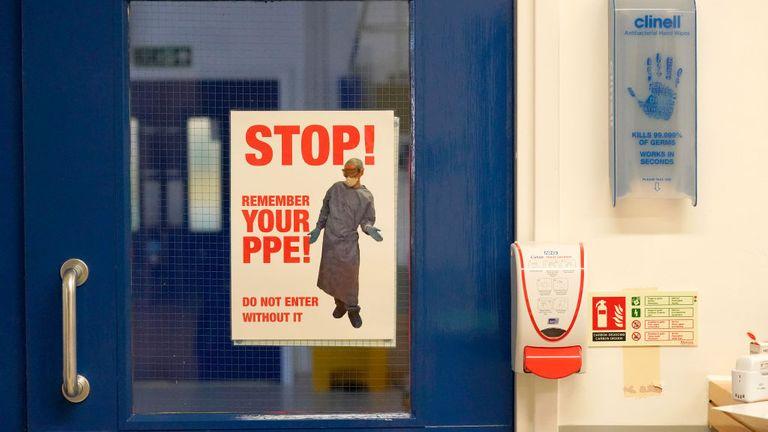 «Θερίζουν» στη Βρετανία οι μολύνσεις στα νοσοκομεία από κοροναϊό