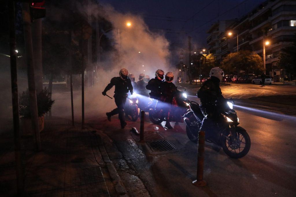 Ο Χρυσοχοϊδης απαντά για την αστυνομική βία – 42 ερωτήσεις και απαντήσεις