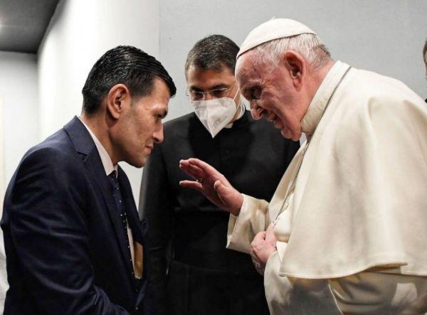 Ιράκ : Ο Πάπας συναντήθηκε με τον πατέρα του 3χρονου Αλαν Κούρντι που πνίγηκε στο Αιγαίο