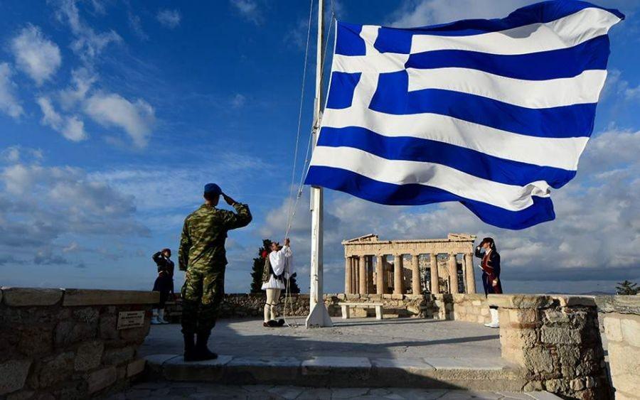 25η Μαρτίου : Συγκίνηση από την έπαρση της γαλανόλευκης σημαίας στην Ακρόπολη