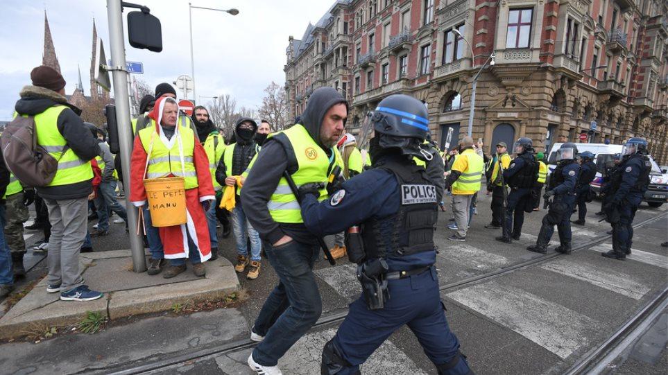 Γαλλία : Δικαστική επιτροπή αποφάσισε την καταβολή 30.000 ευρώ αποζημίωσης σε ηγέτη των κίτρινων γιλέκων