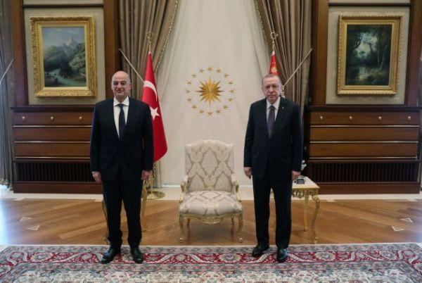 Ερντογάν για «θερμό επεισόδιο» : Ο Τσαβούσογλου έβαλε τον Δένδια στη θέση του