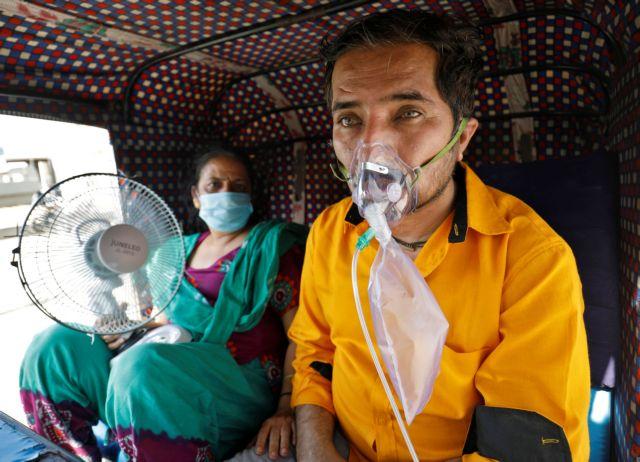 Κοροναϊός: Τραγωδία δίχως τέλος στην Ινδία – Πάνω από 350.000 κρούσματα σε 24 ώρες