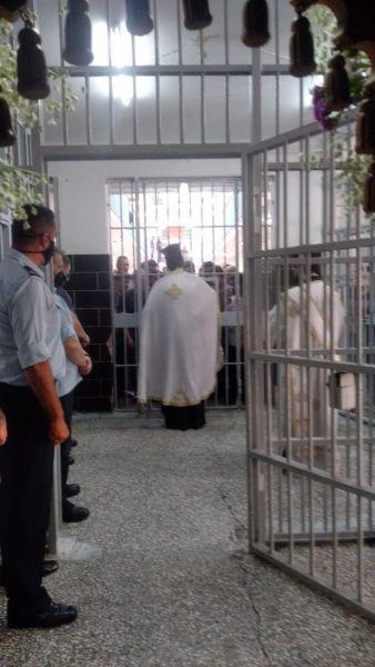 Φυλακές Κορυδαλλού: Συγκινητικές στιγμές στην περιφορά του Επιταφίου[video]