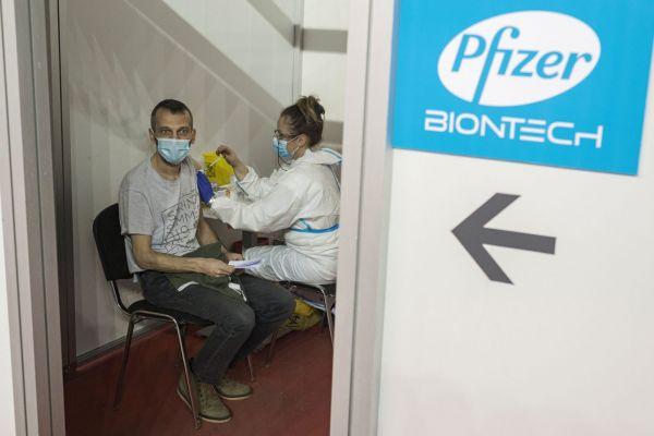Εμβόλιο Pfizer : Στα 600 εκατ. αυξάνονται οι δόσεις που θα παραλάβει φέτος η ΕΕ