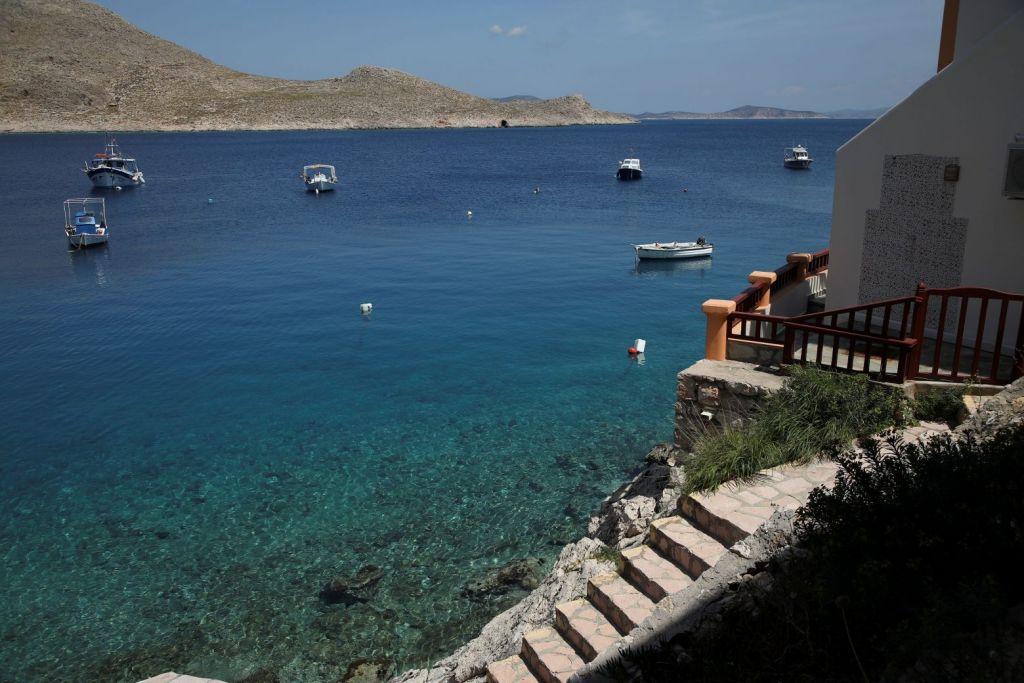 Το Reuters στην Χάλκη: Ο ελληνικός covid-free απομονωμένος παράδεισος περιμένει τους τουρίστες