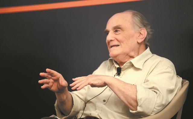 Στέλιος Ράμφος στα «ΝΕΑ»: «Ελεύθερος είναι αυτός που ξέρει τα όριά του»