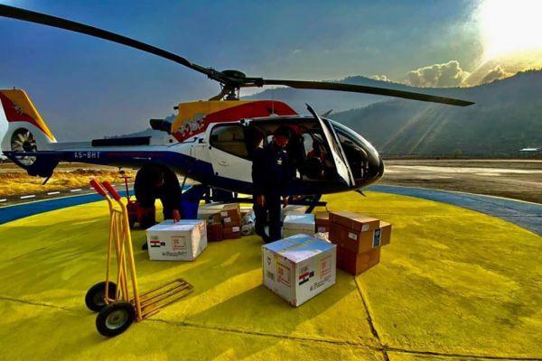Η απίστευτη επιχείρηση για να φτάσει το AstraZeneca στα Ιμαλάια–Μάχη με τα γιακ, πεζοπορία μέσα στα χιόνια[Φωτογραφίες]