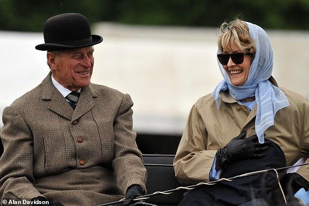 Πρίγκιπας Φίλιππος: Οι Εξωσυζυγικές σχέσεις και τα άφθονα ποτά-Πώς ξεφορτώθηκε την πεθερά του κλείνοντας την κεντρική θέρμανση
