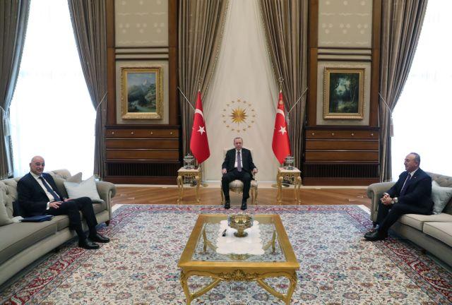 Το «οθωμανικό πρωτόκολλο» του σουλτάνου Ερντογάν – Πώς υποδέχθηκε τον Δένδια