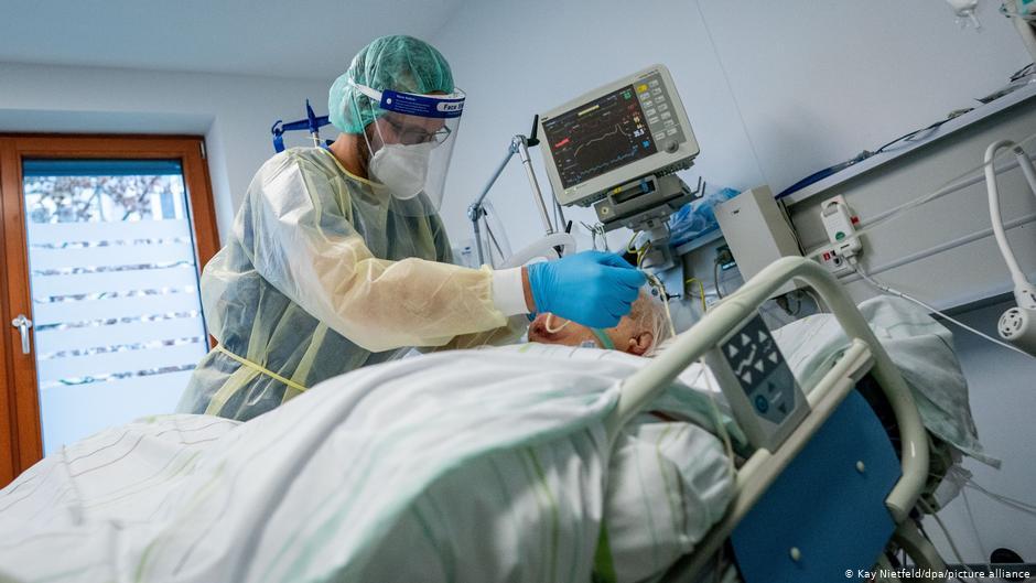 Γερμανία : Οριακή η κατάσταση στις ΜΕΘ – «Θα αναγκαστούμε να επιλέγουμε ασθενείς»