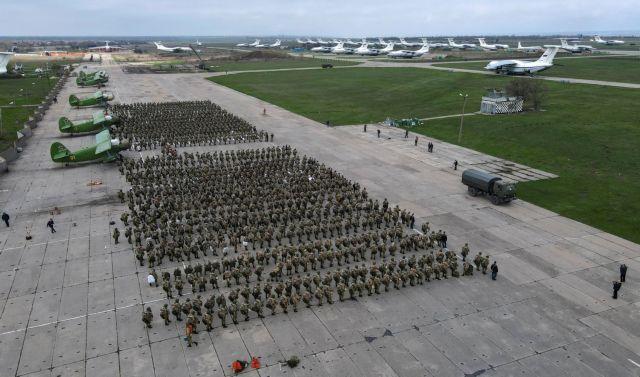 Ρωσία: Εντολή απομάκρυνσης στρατιωτικών δυνάμεων από τα σύνορα με Ουκρανία