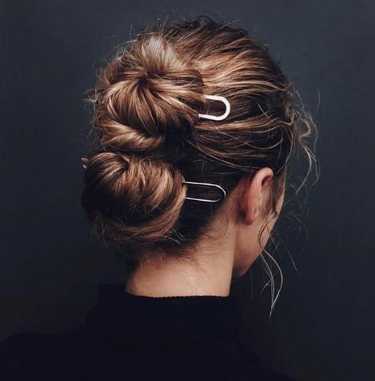 6 πρωτότυποι και εύκολοι τρόποι να πιάσετε τα μαλλιά σας ψηλά