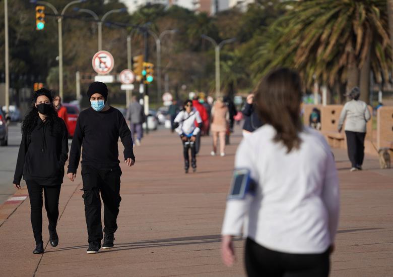 Ουρουγουάη : Από υπόδειγμα στην αντιμετώπιση του κοροναϊού στα ρεκόρ θανάτων και κρουσμάτων