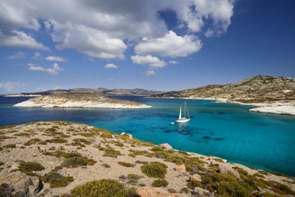 ΑΑΔΕ: Εφοριακοί με μαγιό θα παριστάνουν τους τουρίστες στα ελληνικά νησιά