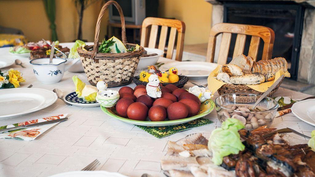 Κυριακή του Πάσχα: Τι ισχύει για μετακινήσεις και γιορτινό τραπέζι