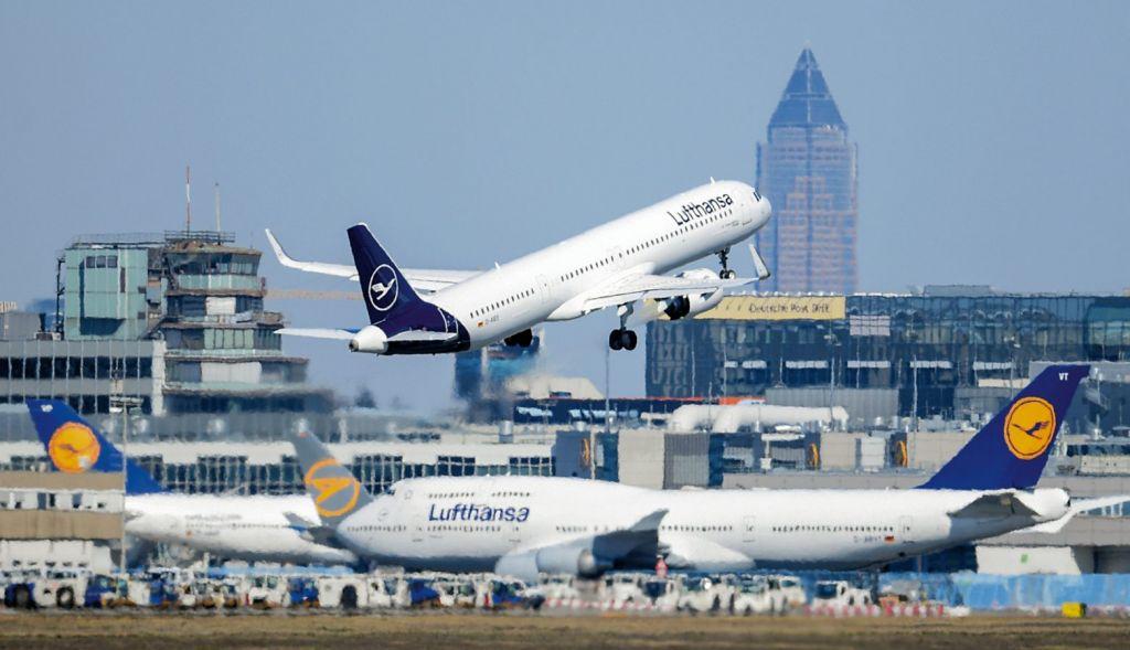Κατάργηση των πτήσεων μικρών αποστάσεων ζητά η Κομισιόν