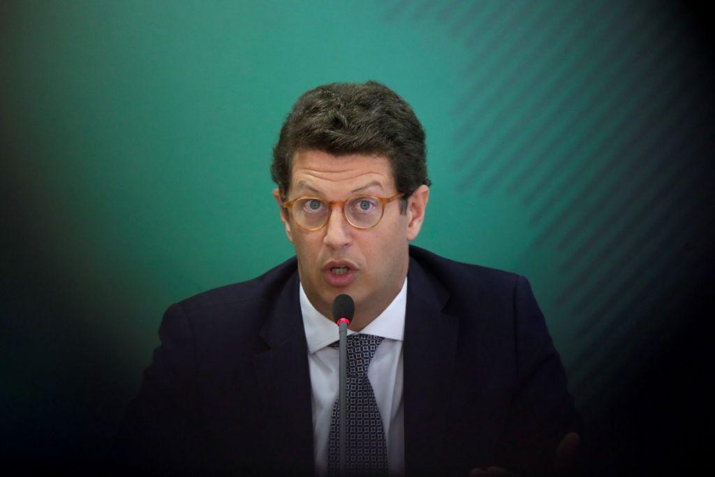 Ο βραζιλιάνος υπουργός Περιβάλλοντος ύποπτος για… λαθρεμπόριο ξυλείας από τον Αμαζόνιο
