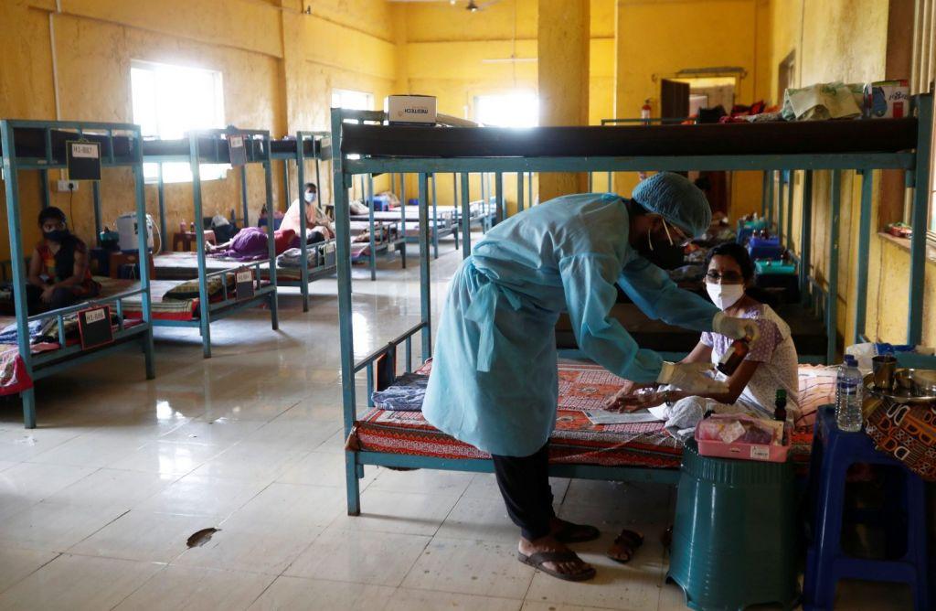 Κοροναϊός: Το εμβόλιο «λιγότερο αποτελεσματικό» στο ινδικό στέλεχος