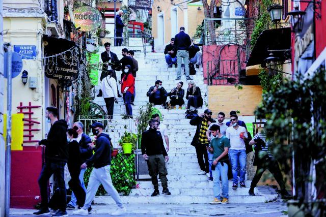 Κοροναϊός: Τι ανοίγει από Δευτέρα – Ποια μέτρα παραμένουν υπό τον φόβο μεταλλάξεων και έξαρσης της πανδημίας
