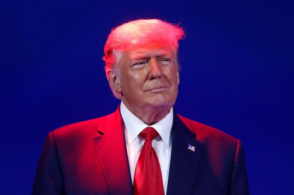 Facebook: Παραμένει αλλά με επιφυλάξεις η φραγή στον Τραμπ