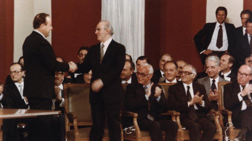 Ενταξη στην ΕΟΚ: Η υπογραφή της Συνθήκης Προσχώρησης της Ελλάδας 42 χρόνια  πριν | in.gr