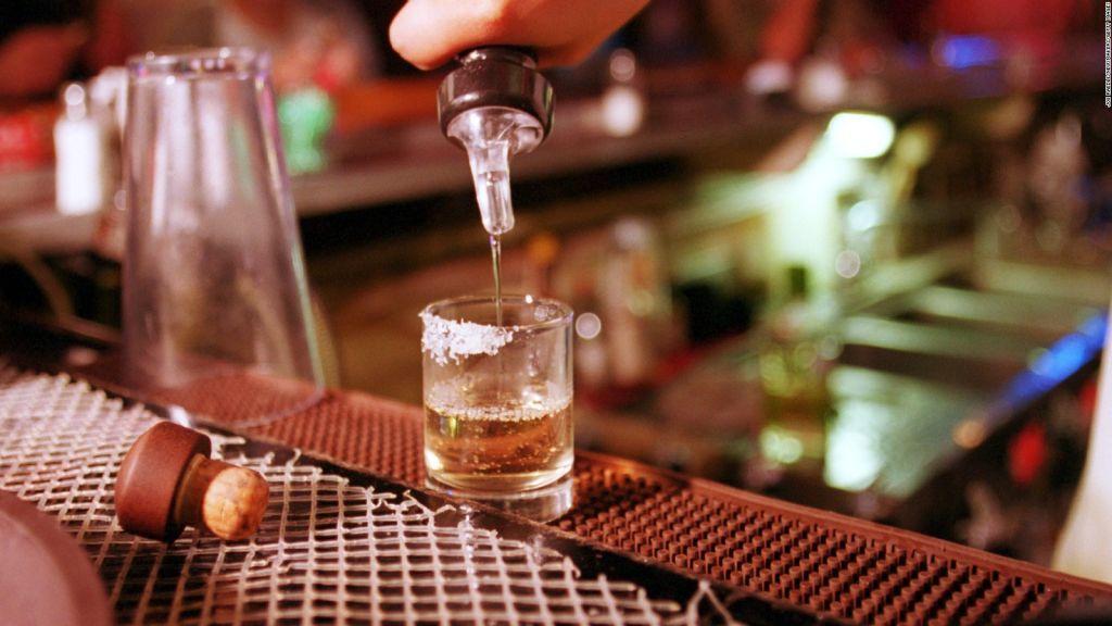 Νέα μελέτη: Το αλκοόλ φέρνει τους ξένους πιο κοντά