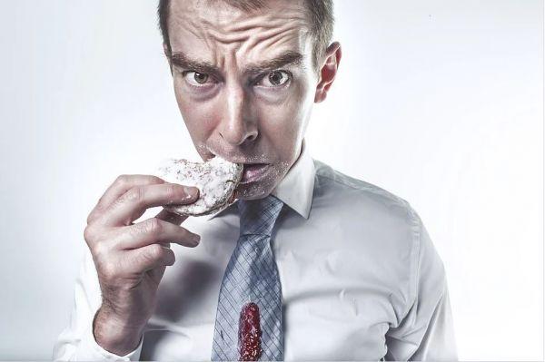 Διατροφή: Τι να «κόψετε» για να μη σας προδώσει η καρδιά σας στα 50