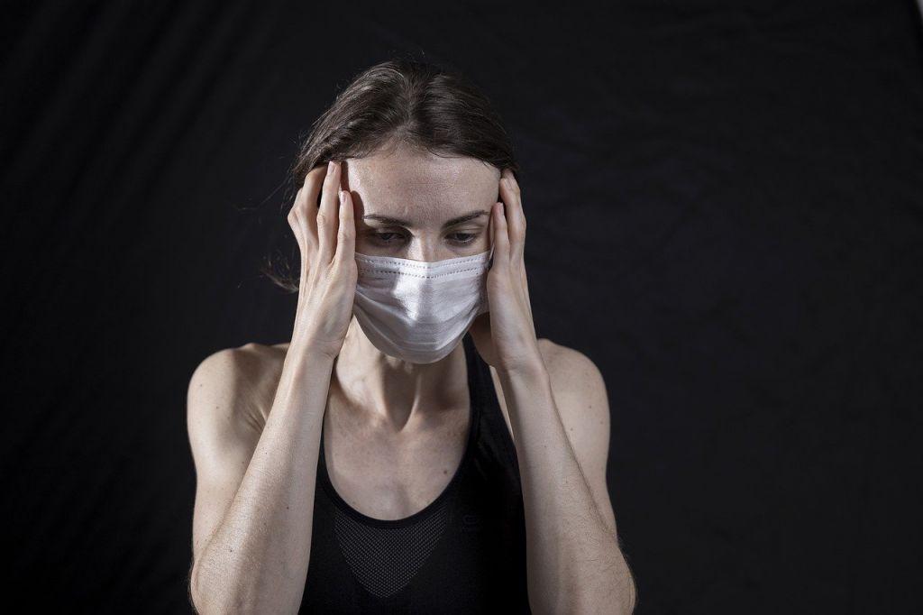 Το εμβόλιο «απαλύνει τα συμπτώματα της μακράς Covid»