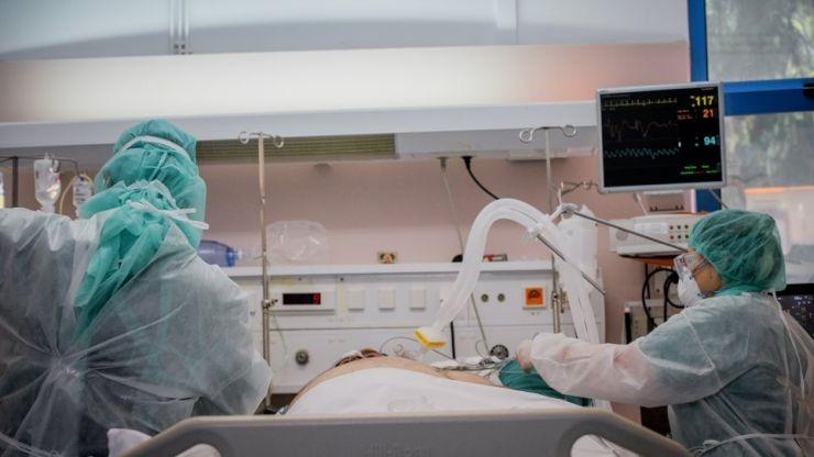 Ινδία: Ο «μαύρος μύκητας» που επιτίθεται σε ασθενείς με κοροναϊό