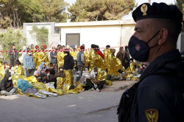 Γερμανία: Διατεθειμένη να υποδεχθεί μετανάστες για να βοηθήσει την Ιταλία