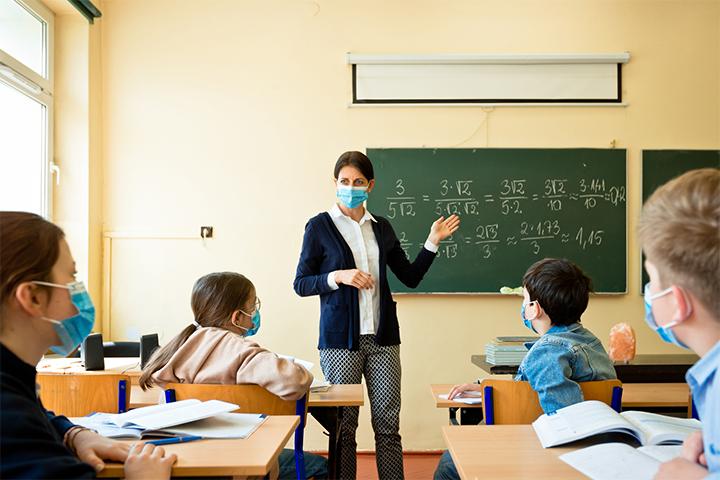 Κοροναϊός: Τα CDC συνιστούν να εξακολουθήσει να χρησιμοποιείται η μάσκα στα σχολεία των ΗΠΑ φέτος