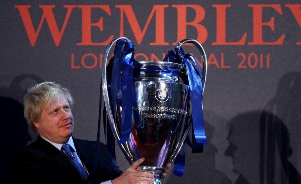 Μπ. Τζόνσον προς UEFA: «Θα ήταν υπέροχο να φιλοξενήσουμε τον τελικό στην Αγγλία»