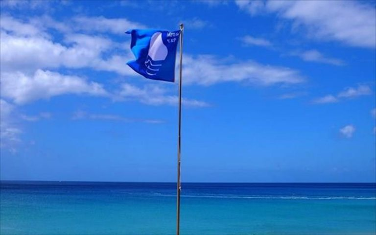 """The 545 """"Blue Flag"""" Greek beaches on the """"Visit Greece App"""""""