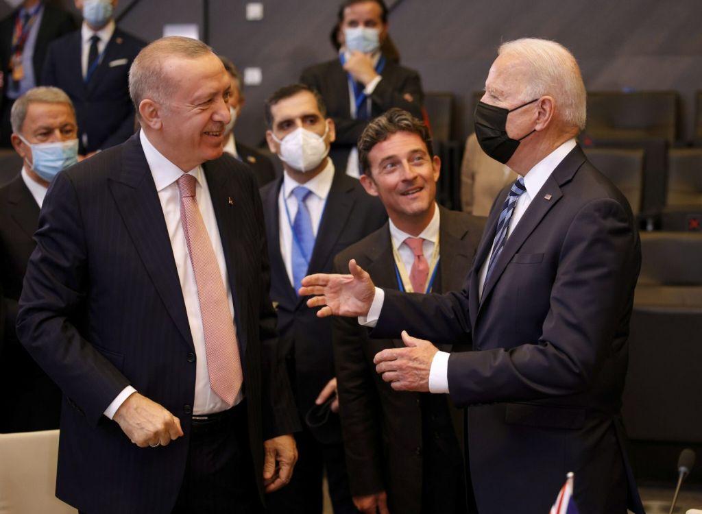 ΗΠΑ – Τουρκία: Πόσο παραγωγική ήταν η συνάντηση Ερντογάν – Μπάιντεν;