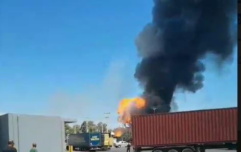 Κόκκινος συναγερμός στον Ασπρόπυργο: Φωτιά σε βυτιοφόρο με προπάνιο - Εκκενώνεται η περιοχή Νεόκτιστα(ΦΩΤΟ)