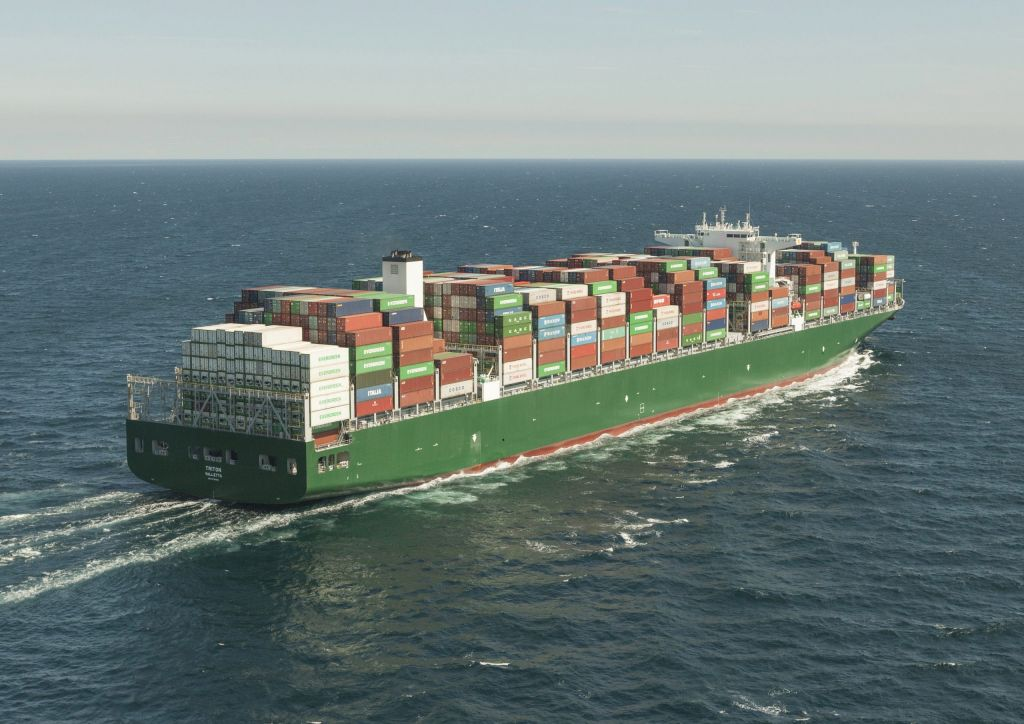 Costamare's entry into bulk dry cargo with the purchase of 16 ships
