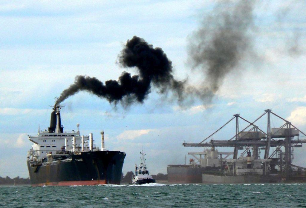 Κλιματική αλλαγή: Και οι εκπομπές της ναυτιλίας στην αγορά άνθρακα της ΕΕ