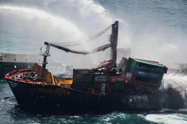Σρι Λάνκα: Μεγάλη οικολογική καταστροφή – Κοντέινερ, πλαστικά, χημικά ξεβράστηκαν στις ακτές της χώρας