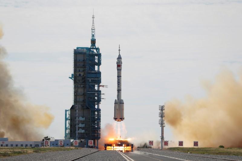 Νέο άλμα της Κίνας: Απογειώθηκε η πρώτη επανδρωμένη αποστολή για τον διαστημικό σταθμό της