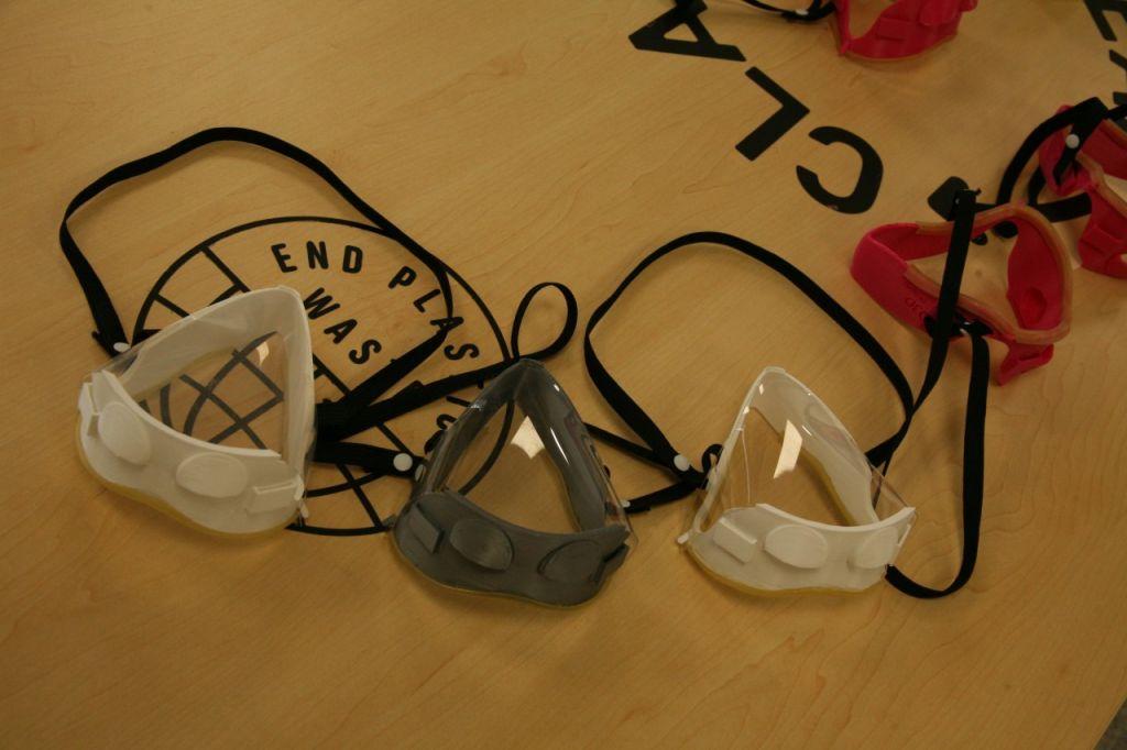 Βlue lab: Κατασκεύασε και παρέδωσε 100 ειδικές μάσκες προστασίας για κωφούς