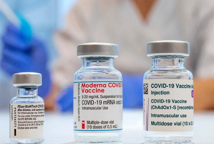 Βρετανία: Υπό εξέταση συνδυασμός εμβολίων