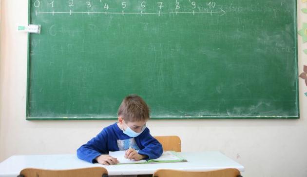 Κεραμέως: Καλούμε εκπαιδευτικούς, φοιτητές και παιδιά άνω των 15 να εμβολιαστούν – Προτεραιότητα η δια ζώσης εκπαίδευση