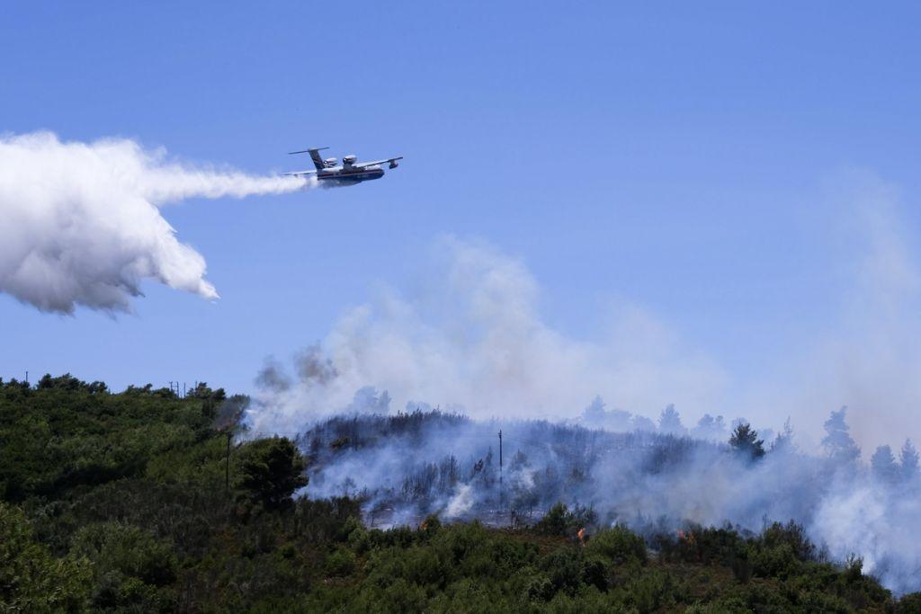 Φωτιά: Βίντεο από τη μεγάλη πυρκαγιά που ξέσπασε στον Βαρνάβα Αττικής