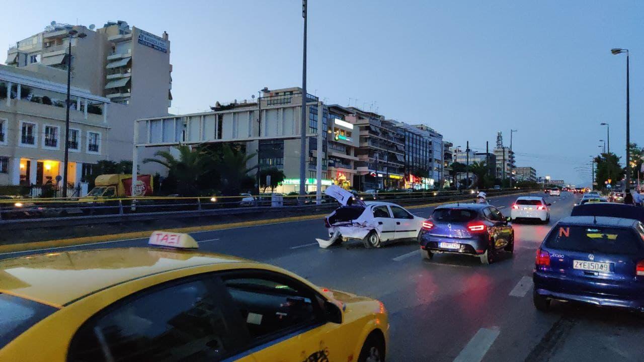 Τροχαίο στην άνοδο της Συγγρού στο ύψος του MEGA – Δύο τραυματίες [Βίντεο]