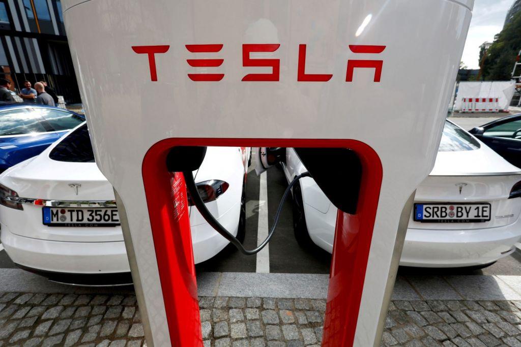 Tesla: Το δίκτυο φόρτισης θα εξυπηρετεί και άλλες μάρκες αυτοκινήτων