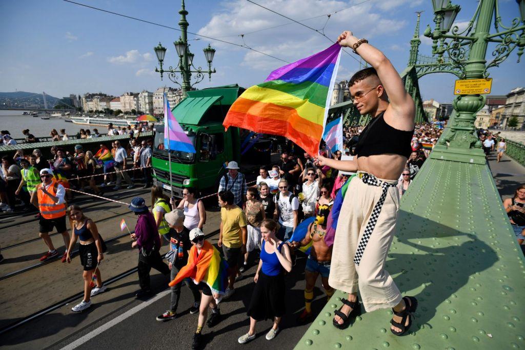 Ουγγαρία: Χιλιάδες στους δρόμους για το Pride – «Η αγάπη είναι ανθρώπινο δικαίωμα»