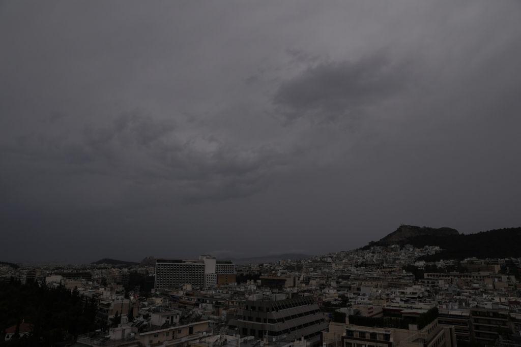 Καιρός: Έρχονται βροχές και καταιγίδες τις επόμενες ώρες – Πού θα χτυπήσει η κακοκαιρία