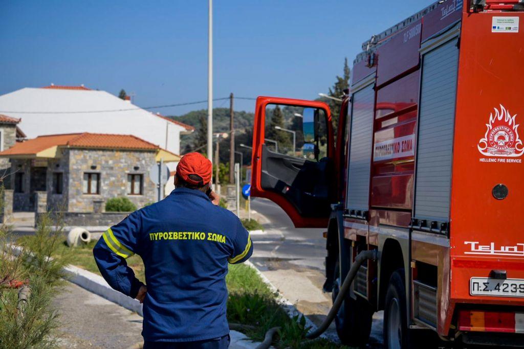 Κηφισιά: Φωτιά σε χαμηλή βλάστηση – Δεν απείλησε κατοικίες